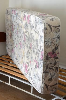 so werden matratzen richtig entsorgt. Black Bedroom Furniture Sets. Home Design Ideas